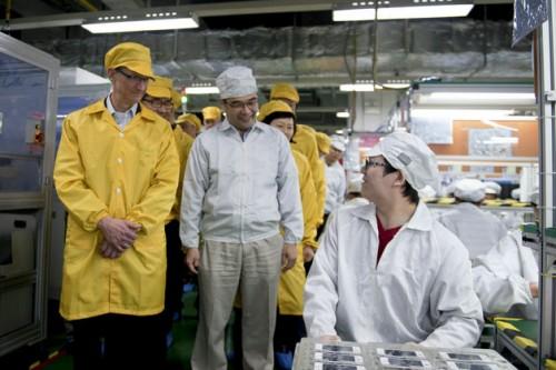 Tim Cook visitó la línea de producción del iPhone en Foxconn