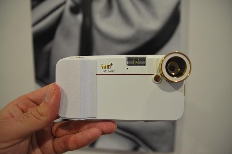 Mejora tu iPhone 4/4S con esta funda/cámara/teclado de Will.i.am