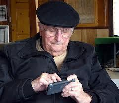 Los mayores de 55 años se acercan a la mensajería instantánea