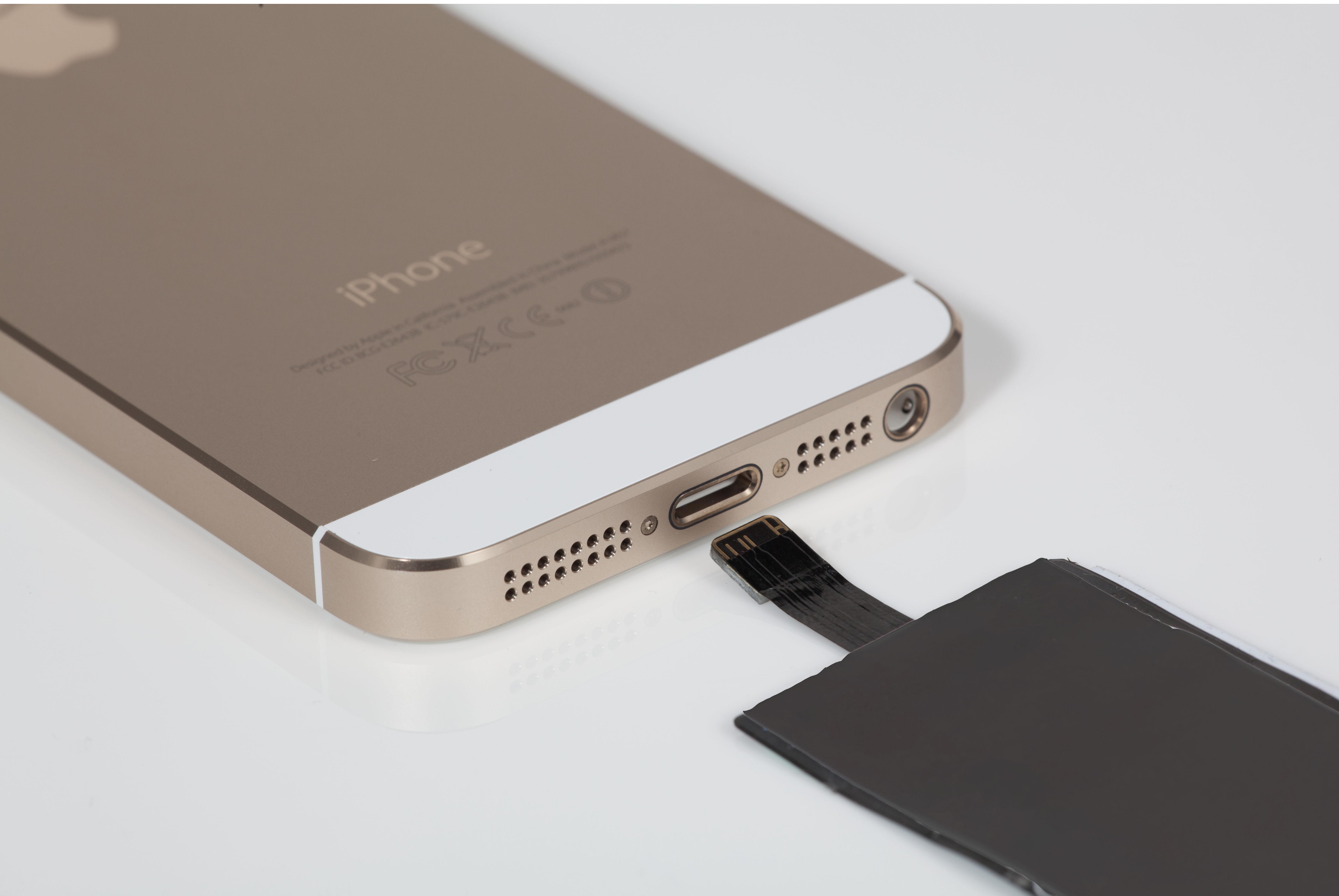 iQi, carga la batería de tu iPhone por inducción.