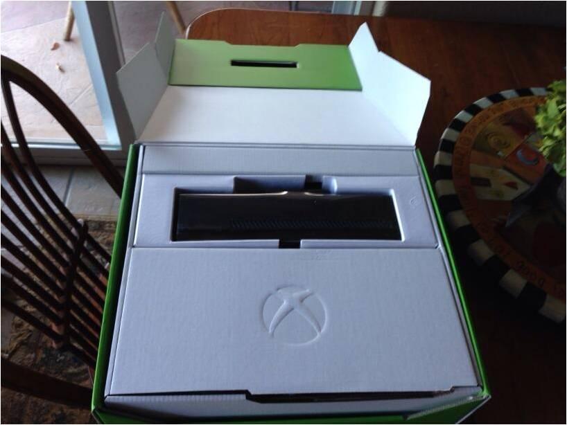 Suertudos compradores reciben PS4 y Xbox One antes de tiempo.