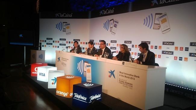 La Caixa se alía con las telecos españolas para mejorar el pago con el móvil