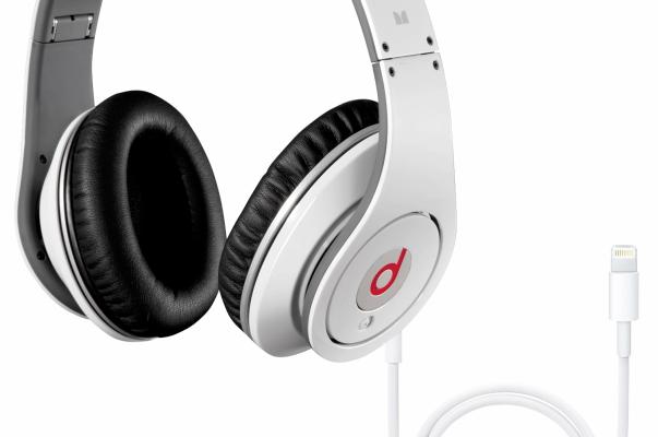 Apple está pensando en lanzar auriculares con conector Lightning