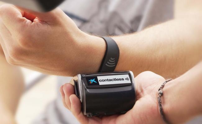 Visa lanza una pulsera wearable con la que pagar tus compras