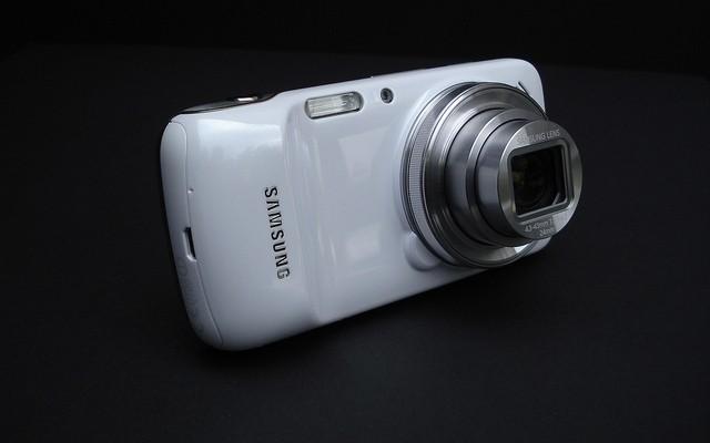 Híbridos entre en smartphone y la cámara, la solución para los fotógrafos empedernidos