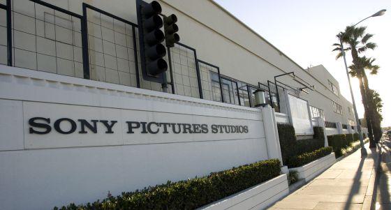 Sony es demandada por dos extrabajadores